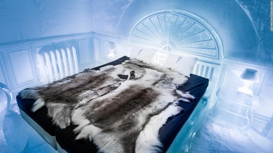 161208105337-medium-deluxe-suite-the-victorian-apartment-icehotel-365-super-169
